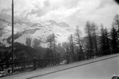 04a3371 20 (ndpa / s. lundeen, archivist) Tags: nick dewolf nickdewolf bw blackwhite photographbynickdewolf film monochrome blackandwhite april 1971 1970s 35mm europe centraleurope switzerland swiss alpine alps graubünden grisons stmoritz easternswitzerland suisse schweitz mountains peaks snow snowy snowcovered skiresort skiarea skislopes landscape sky clouds trees road highway guardrail swissalps
