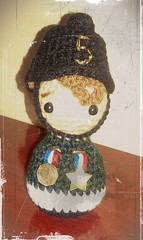Bomberumi (ChabeMonos) Tags: 2017 chabemonos amigurumi crochet handmade hechoamano hechoenchile toy juguete yarn lana fireman bombero verde green adorno ornament