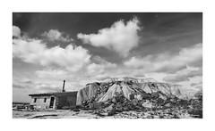 Un viaje en el tiempo (begonafmd) Tags: desierto bardenas reales casas montañas arcilla arena nubes cielo bn bnw