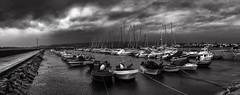 Nautical (ЈΘŠΞПΔ72 ) Tags: rianxo josema72 fujifilmx100f fuji naútico barcos tormenta nubes clouds nautical boats storm blackandwhite bw bn sky cielo