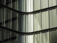 Corner (Ed Sax) Tags: architektur art edsax hamburg freeandhansatownofhamburg freieundhansestadthamburg glas fassade design bogen kurve linie grün weis green striktur textur pattern muster neumühlen neumuehlen