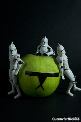 manzana (Heniferu) Tags: trooper apple fruit starwars fruta clone starswars clonetrooper