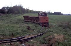 "2'0"" gauge 4wDH (AK 10/1983) Cherry Orchard Brickworks, Rochford, Essex. (Marra Man) Tags: rochford ak10 alankeef butterleybrickltd cherryorchardbrickworks ak101983"