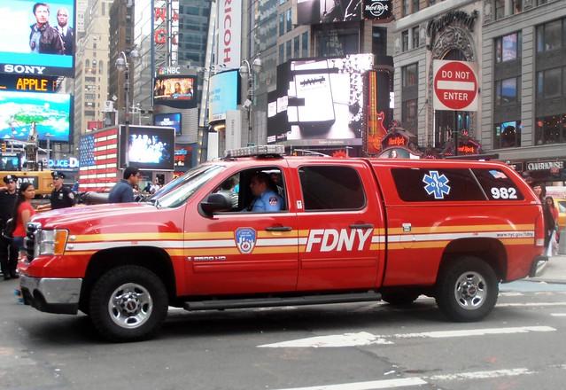 city nyc usa newyork america truck us state manhattan broadway pickup midtown timessquare vehicle dodge hd emergency ram ems fdny firedepartment supervisor 2500 7thavenue 982