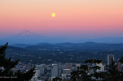 Blue Moon Part Deux (Dimitri_Stucolov) Tags: sunset oregon portland rising northwest fullmoon mthood pacificnorthwest portlandor bluemoon pittockmansion sturgeonmoon grainmoon dimitristucolov dimitristucolovphotography
