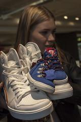 Pojille kengät! (JP Korpi-Vartiainen) Tags: woman girl shoe big shoes opposite small kuopio pienet tyttö nainen pieni kenkä kengät tossu suuri valokuvaus tossut vastakohdat pohjoissavo vastakohta suuret jpko