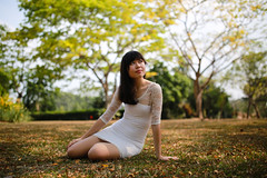 May (derrickder) Tags: portrait girl gardens 35mm singapore photoshoot f14 sigma botanic singaporebotanicgardens sigma35mmf14 vision:outdoor=0937
