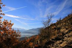 Val d'Aosta - Castello di Quart, salendo oltre il castello (mariagraziaschiapparelli) Tags: valdaosta castelli castellodiquart quart autunno camminata