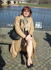 Brühlsche Terassen (Marie-Christine.TV) Tags: feminine transvestite lady mariechristine skirtsuit leather coat kostüm secretary sekretärin ledermantel tgirl tgurl tv pumps courtshoes nylons beine strümpfe