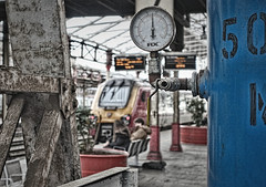 Pressurised Environment (whosoever2) Tags: pressure gauge voyager virgin trains crewe cheshire england uk gb greatbritain unitedkingdom march 2017 sony dsc rx100m3 train railway railroad