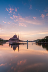 Sunrise at Putra Mosque (Jessy Leo) Tags: reflection sunrise nikon mosque tokina putra 1116 d5000
