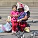 Indigeni maya vendono chicchi per i piccioni