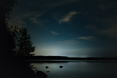 Waiting for the Auroras (@Tuomo) Tags: sky lake night zeiss suomi finland stars landscape nikon scandinavia laukaa distagon 35mm2 lievestuore d700 zf2 lievestuoreenjärvi
