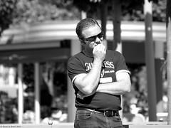 Guinness ! (Rick & Bart) Tags: people man paris male guy sunglasses candid strangers streetphotography disney menschen guinness personnes mensen disneylandresortparis everydaypeople disneylandpark marnelavallee vreemden thebestofday gününeniyisi parisbirthdaybash