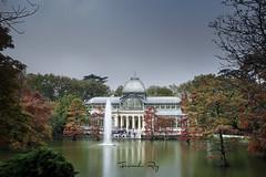 Palacio de Cristal (Fernando Rey) Tags: madrid lake fall colors de lago crystal palace colores otoño cristal retiro palacio