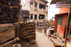 Manikarnika Ghat, Varanasi (Praveen_Guna) Tags: street india dogs candid streetphotography varanasi moment kashi decisivemoment benares kasi incredibleindia manikarnikaghat discoveryindia praveeng eflensman praveenguna