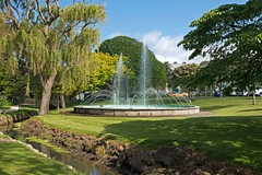 The town's fountain (Flimin) Tags: green fountain gardens canon sigma municipal lowerhutt sunnyday hutt huttvalley sigmalens 70d municipalgardens civicgardens sigma1020mmf35 sigma1020mmf35exdchsm