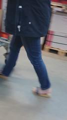DSC_0769 (Bluemscher) Tags: beautiful shopping jeans bauhaus barefeet woodenshoes zuecos zoccoli b100 exercisesandal holzschuhe holzschuh berkemann holzklepper holzclogs exercisesandals zoggeli holzlatschen originalsandale holzsandale walkonwood holzpantoffel onestrapsandal holzklappern holzklepperle