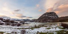 Embalse del Porma (FranqPhoto) Tags: sunset espaa rio del river fuji nieve nevada fujifilm montaa len fujinon montain 43 embalse x10 porma aardecer