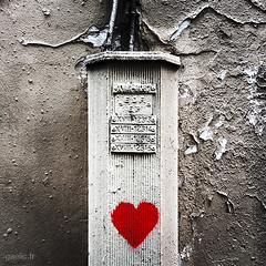 2014-03-07-Paris-Petit.coeur.de.Montmartre-IMG_5079 copie (gaelic 69) Tags: voyage street travel streetart paris france art photography photo europa photographer photographie streetphotography instant streetphoto gaelic 2012 iphone pigalle photographe candidphotography instantane myphoneisnotacamera mobilephotography iphonephotography iphoneography iphone3gs gaelicfr instagram gaelic69 gaelicphotographe gaelicphotographer gaelicphotographies instagaelic