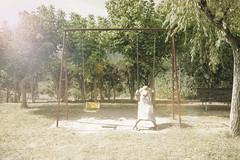 Lonely (Esparkling) Tags: parque color luz sol tristeza chica exterior retrato soledad día columpios posado esparkling