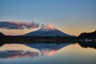 精進湖・逆さ富士 Reversed Mt. Fuji on Lake Shoji