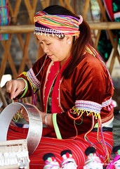 0S1A1421 (Steve Daggar) Tags: thailand chiangmai culture portrait costume longneck karinlongneck hilltribe candid