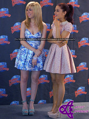 Jennette McCurdy & Ariana Grande (ArtistApproach) Tags: new york city nyc newyorkcity ny newyork manhattan nick may timessquare planethollywood nickelodeon victorious 2013 catvalentine icarly jennettemccurdy arianagrande sampuckett planethollywoodtimessquare arianajoangrandebutera jennettemichellefayemccurdy samandcat