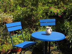 Oasis of Calm (Batikart) Tags: city travel flowers blue light shadow red summer vacation plants holiday color colour green nature canon germany table geotagged outdoors deutschland europa europe chairs terrace sommer urlaub natur pflanzen terrasse tranquility sunny blumen romance stadt jug romantic recreation relaxation ursula tisch idyllic sitzecke snug sthle krug reise sander bacharach romantisch conversationpit rhinelandpalatinate 100faves 2013 bluetable viewonblack lauschig batikart canonpowershotg11 201312