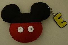 imã ou chaveiro Mickey (ovelhanegra_toys) Tags: handmade felt mickey feltro fieltro ovelhanegratoys