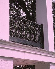 VA_Staunton_0016 (TNoble2008) Tags: pillar porch railing 1846 2000october materialmetal materialwood finishpaint stylegreekrevival materialmetalcast architectrobertcarylongjr