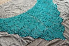 _DSC4321 (KateSi) Tags: verde green azul knitting blu lace silk knit merino vert bleu shawl knits knitted knitty aeolian maglia bl grnn sjal chal chle tricoter strikke hacerpuntos