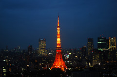 The last of the blue hour (DameBoudicca) Tags: tokyo tokio 東京 japan nippon nihon 日本 japón japon giappone shiba 芝 東京都港区 tokyotower 東京タワ shibakōen 芝公園 港区 minato shibapark tower torn turm torre tour 塔 night nacht nuit notte noche 夜 worldtradecenter skyline city metropolis moritower bluehour blåtimmen blauestunde horaazul heurebleue ブルーアワー