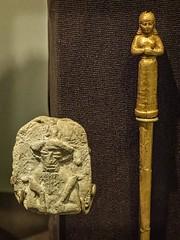 Terracotta figurine of a god 2000-1595 BCE and gold hair pin in the shape of a female 625-539 BCE Ur Iraq (mharrsch) Tags: figurine god deity religion worship hairpin female gold ur sumer mesopotamia archaeology anthropology neareast 3rdmilleniumbce 2ndmilleniumbce 1stmilleniumbce20thcenturybce 19thcenturybce 18thcenturybce 17thcenturybce 16thcenturybce 7thcenturybce 6thcenturybce funerary burial ancient iraq pennmuseum philadelphia pennsylvania mharrsch