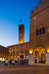 SIM-774529 (SalvadoriArte) Tags: lighting people italy tower vertical square europe italia palace clocktower treviso sime veneto piazzadeisignori italyitalia mediterraneanarea outdoorexterior dusktwilight cogoli oldtownhistoricalcentre trevisodistrict