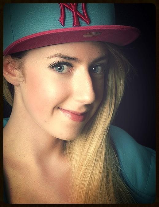 Blonde performer of gymnastics 9
