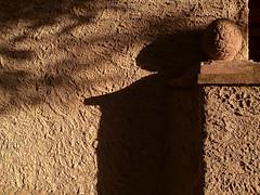 evening sun (Rosmarie Voegtli) Tags: light shadow architecture licht eveningsun architektur schatten abendsonne hauswand dornach rudolfsteiner sooc tp650 todaysposting