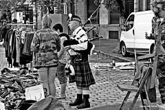 hoots mon (japanese forms) Tags: street bw monochrome analog blackwhite kilt random candid streetphotography streetlife zomer bagpipes agfa glengarry streetshot sporran mittelformat zwartenwit hootsmon straatfotografie agfafilm strasenfotografie japaneseforms2013