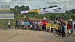 Blockade line in Long Lama. (International Rivers) Tags: protest sarawak malaysia internationalrivers saverivers baramdam