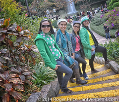 Girls do get to wear their winter woolies at this time of year in HK! (antwerpenR) Tags: china travel hk cn hongkong asia southeastasia kowloon asean 5photosaday 9dragons