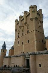Torre de Juan II del Alcázar de Segovia (monchoparis) Tags: españa castle spain espanha sony fortaleza segovia chateau fortress espagne castillo spanien spagna alcázar 西班牙 almenas スペイン segoviacastle castillayleon セゴビア alcázardesegovia ספרד castillodesegovia 스페인 испания إسبانيا स्पेन tâybannha alcázarofsegovia 세고비아 alcázardisegovia alcázarvonsegovia sonyrx100 アルカサル алькасарвсеговии alcazardesegovie האלקסרשלסגוביה قصرشقوبية 塞哥维亚城堡