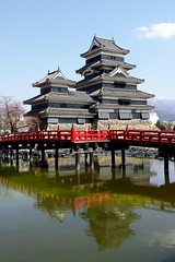 Matsumoto-Jo (iainwalker) Tags: bridge red snow mountains reflection castle water japan clouds snowcapped algae moat matsumoto pondscum 2014 matsumotojo matsumotocastle karasujo samsunggalaxys4