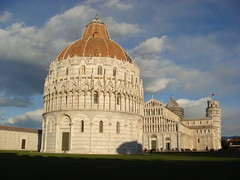 Piazza dei Miracoli (maxrevellation) Tags: piazza leaningtower pisa italia toscana tuscany italy miracoli church cathedral basilica battistella baptistry building classic historic historical tower sky clouds terracotta alabaster marble