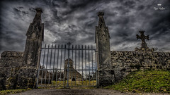 Tourmente (HFF !!) (Fred&rique) Tags: lumixfz1000 photoshop raw hdr cimetière grilles croix tombe sépulture jura église ciel nuages pluie orage hiver noir sombre