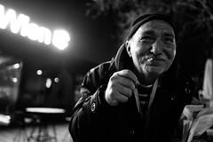 Herzlich Willkommen in Wien 2.0 (LeeRo) Tags: street monochrome leica q wien vienna night smoke cigarette homeless
