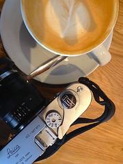TomA Softie (Man with Red Eyes) Tags: rip toma softie rapidwinder tt ttandmrb m2 leicam2 zeiss distagont1435zm flatwhite coffeeshop rangefinder