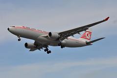 'TK1XE' (TK1971) IST-LHR (A380spotter) Tags: approach arrival landing finals shortfinals threshold belly airbus a330 200 tcjnc kushimoto thytürkhavayollariturkishairlines retrocolours retrojet turkishairlines türkhavayollarıao thy tk tk1xe tk1971 istlhr runway27r 27r london heathrow egll lhr