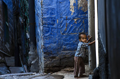 the boy on the blue shade... (dsaravanane) Tags: life street boy portrait india colors smile face kid village feel streetlife chennai rajasthan jodhpur cwc bluecity youngboy villageboy saravanan bluestreet playingkid chennaiweekendclickers dsaravanane saravanandhandapani yesdee yesdeephotography jodhpurstreet