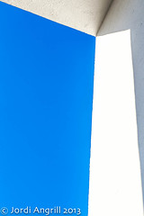 ...shadows, lines & spring blues... (Jordi AC) Tags: blue shadows