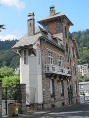 Villa Les Gladets (1902) - 19 rue du capitaine Chazotte, Le Mont-Dore (63) (Yvette Gauthier) Tags: architecture 63 artnouveau puydedme lemontdore bellepoque louisjarrier